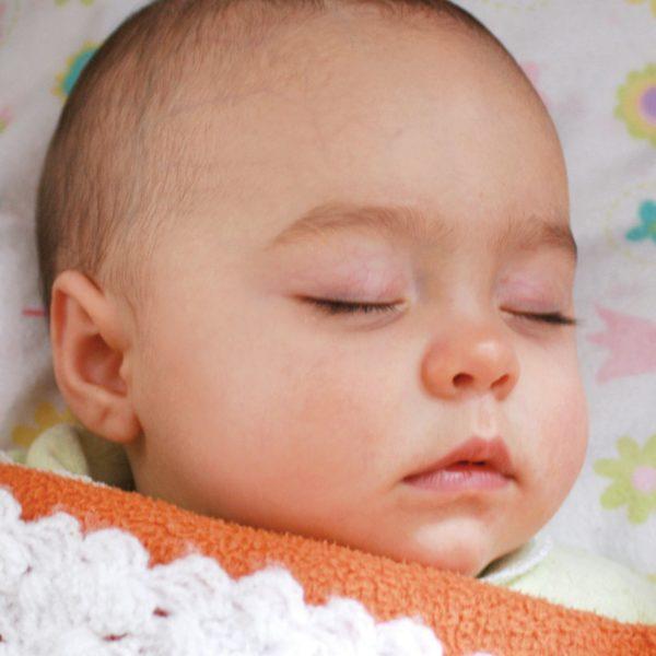 Baby schläft viel