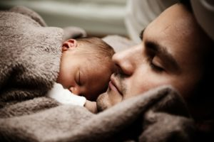 Schlafmangel bei Eltern (mit Kindern)