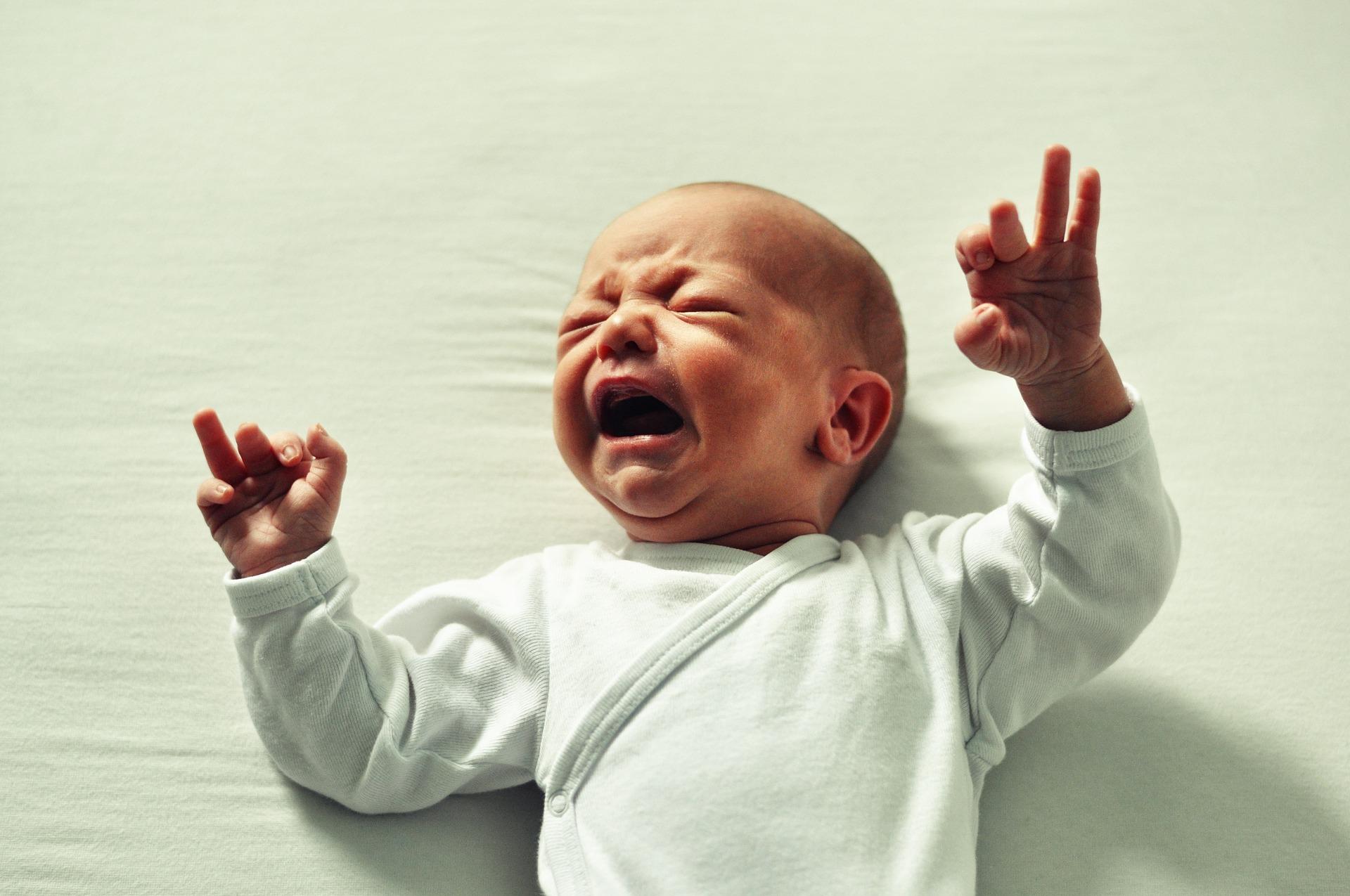 baby weint im schlaf was kann ich tun was sollte ich vermeiden. Black Bedroom Furniture Sets. Home Design Ideas