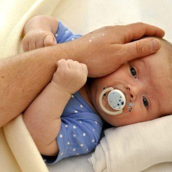 Baby schläft nicht allein ein