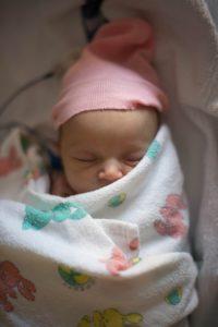Einschlafhilfe: Baby ist gepuckt